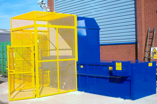 4 Yard Static Compactor with Lifter