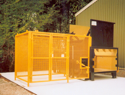 2 Yard Static Compactor with Lifter